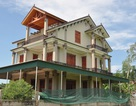 """Cả làng """"du lịch"""" sang Thái, mang đô la về xây biệt thự"""