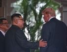 Những khoảnh khắc thân mật đầu tiên giữa ông Trump và ông Kim