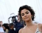 Nhà thiết kế Stefano Gabbana chê Selena Gomez xấu xí