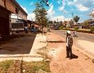 """Đắk Nông: Trưởng phòng huyện xây hàng loạt ki-ốt trái phép trên đất """"vàng""""!"""