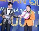 """Vũ Mạnh Cường trao giải cho tân quán quân """"Người dẫn chương trình Phát thanh - Truyền hình 2018"""""""