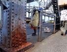 Cây cầu có nguy cơ sập vì... khạc nhổ bã trầu
