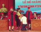 Nữ sinh ĐH Vinh được cầu hôn ngay trong buổi lễ nhận bằng tốt nghiệp