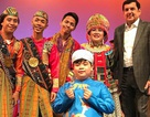 """""""Cậu bé Việt tặng hoa nguyên thủ"""" hát chầu văn trong chương trình vì hòa bình của UNESCO"""