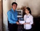 Thanh Hóa: Tặng quà cho học sinh có hoàn cảnh khó khăn trước kỳ thi THPT quốc gia