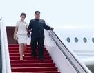 Cử chỉ tinh tế của ông Kim Jong-un và phu nhân khi tới Trung Quốc