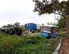 Xe khách đấu đầu xe con, 2 người chết, nhiều người bị thương