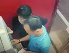 Hai người rút trộm tiền trong thẻ ATM đã trả lại tiền cho khổ chủ
