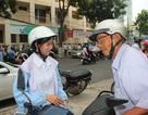 Xúc động cụ ông 80 tuổi đưa đón cháu gái đi thi