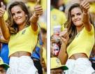 Thiên thần nội y Izabel Goulart nổi bật khi đi xem bóng đá