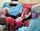 Mẹ thông đồng cùng các con gái để sát hại cha vì... bị cấm mặc quần jeans