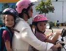 Hậu ly hôn, Hồng Nhung một mình chở con đi học bằng xe máy