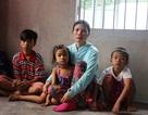 Bố bỏ đi biệt tích, bé lớp 7 nghỉ học bắt ốc phụ mẹ nuôi các em