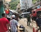 Xe khách mất lái đâm ngang hông ô tô đậu đón khách, 10 người bị thương