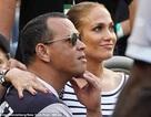 Jennifer Lopez hạnh phúc bên bạn trai kém tuổi