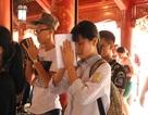 Hà Nội: Sĩ tử tấp nập đến Văn Miếu cầu may trước ngày thi lớp 10