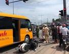 Xe khách tông hàng loạt xe máy đang dừng đèn đỏ, nhiều người bị thương