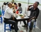 """""""Người ăn bún chả với ông Obama"""" Anthony Bourdain tự sát ở tuổi 61"""
