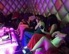 Hơn 100 tiếp viên quán karaoke ôm chui vào phòng bí mật trốn đoàn kiểm tra