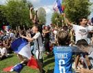 Cổ động viên Pháp ngất ngây sau chiến thắng trước đội tuyển Argentina