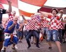 Cổ động viên Croatia mở hội ăn mừng tấm vé vào chung kết World Cup