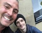 Xin tiền lẻ, người thanh niên vô gia cư được nhận hẳn một công việc
