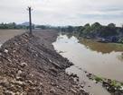 """Lập tổ công tác kiểm tra doanh nghiệp xây dựng trái phép, """"tiện tay"""" lấn cả dòng sông Vân!"""