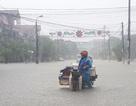 Đường phố biến thành sông sau trận mưa lớn kéo dài