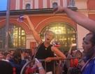 Ký sự World Cup: CĐV Pháp mừng chiến thắng trên các đường phố Moscow