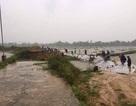 Khẩn cấp vá đê xung yếu bị vỡ trước khi bão Sơn Tinh đổ bộ