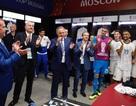 Thủ tướng Medvedev tới phòng thay đồ chúc mừng các cầu thủ Nga