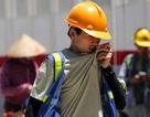 Người lao động trần mình dưới nắng nóng 45 độ C