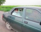Hé lộ xe do Nga sản xuất chở ông Kim Jong-un đi thị sát