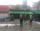 Hà Nội: Quán bia cháy lớn trong mưa, 1 phụ nữ tử vong