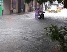 Đường phố Hải Phòng thành sông sau cơn mưa kéo dài
