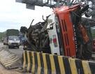 Xe tải lao vào trạm thu phí, tài xế trọng thương