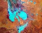 Hồ sa mạc đột nhiên chuyển màu cầu vồng sau trận mưa lũ hiếm gặp