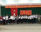 Trung ương Hội Khuyến học Việt Nam trao học bổng cho học sinh Côn Đảo