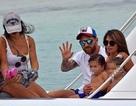 Người tình bốc lửa của Fabregas bất ngờ đi nghỉ cùng gia đình Messi