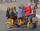 Xe đạp cho 7 người - Lạ và vui