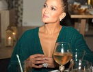 Jennifer Lopez khoe nhẫn khủng trên ngón tay áp út