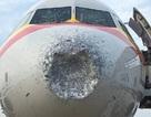 Máy bay Trung Quốc nứt kính, lõm đầu vì trúng mưa đá trên không