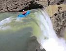 Thót tim cảnh chèo thuyền kayak lao xuống từ thác nước cao 30m
