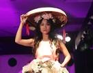 Ngắm thời trang từ nón quai thao, chuồng gà độc đáo của học sinh Hà Nội