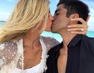 Siêu mẫu Victoria's Secret liên tục khoe nhẫn đính hôn khủng