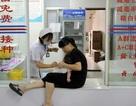 """Trung Quốc: Tiết lộ động trời về vắc-xin """"tiêm vào như ăn dầu cống rãnh"""""""