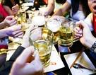 """Dự thảo chính sách mới về bia rượu: Dân càng nhậu """"chui"""" nhiều hơn?"""