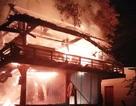 Chập điện, nhà sàn cháy rụi  trong đêm