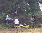 Khai quật thi thể một thanh niên để làm rõ nghi án mạng