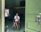 Nghẹn lòng cảnh người đàn ông bị vợ con bỏ rơi sau khi gặp tai nạn, bại liệt